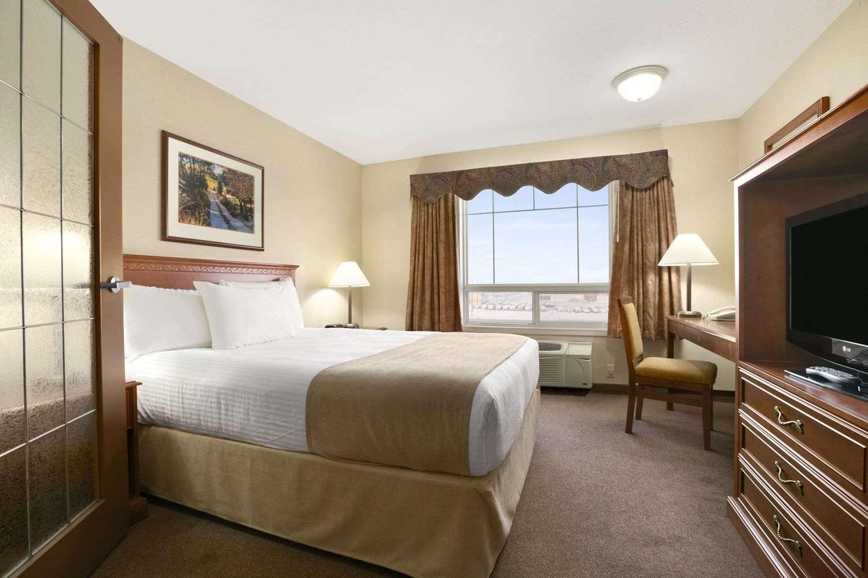 Suite - Super 8 Hotel High Level