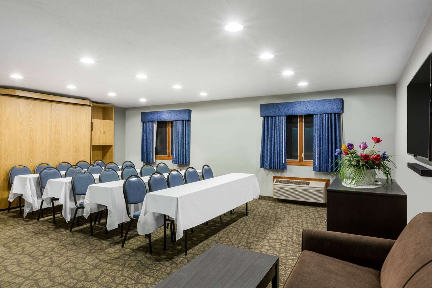 Meeting Facilities - Baymont Inn & Suites Pella