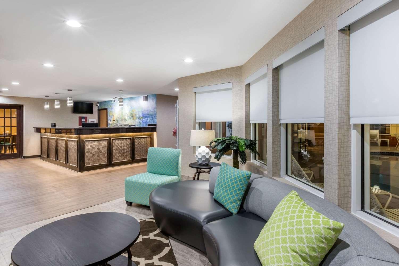 Lobby - Baymont Inn & Suites Pella