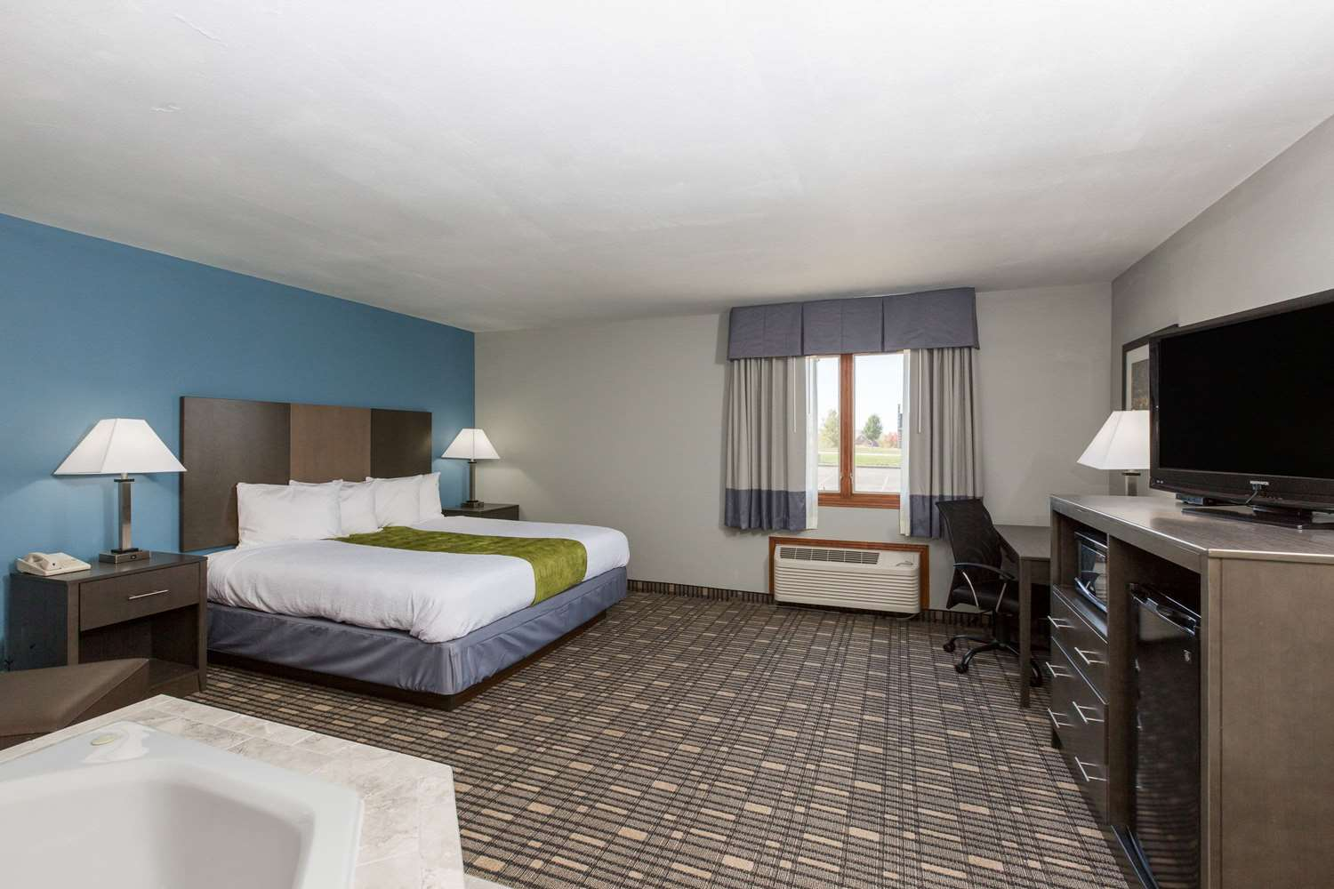 Suite - Baymont Inn & Suites Pella