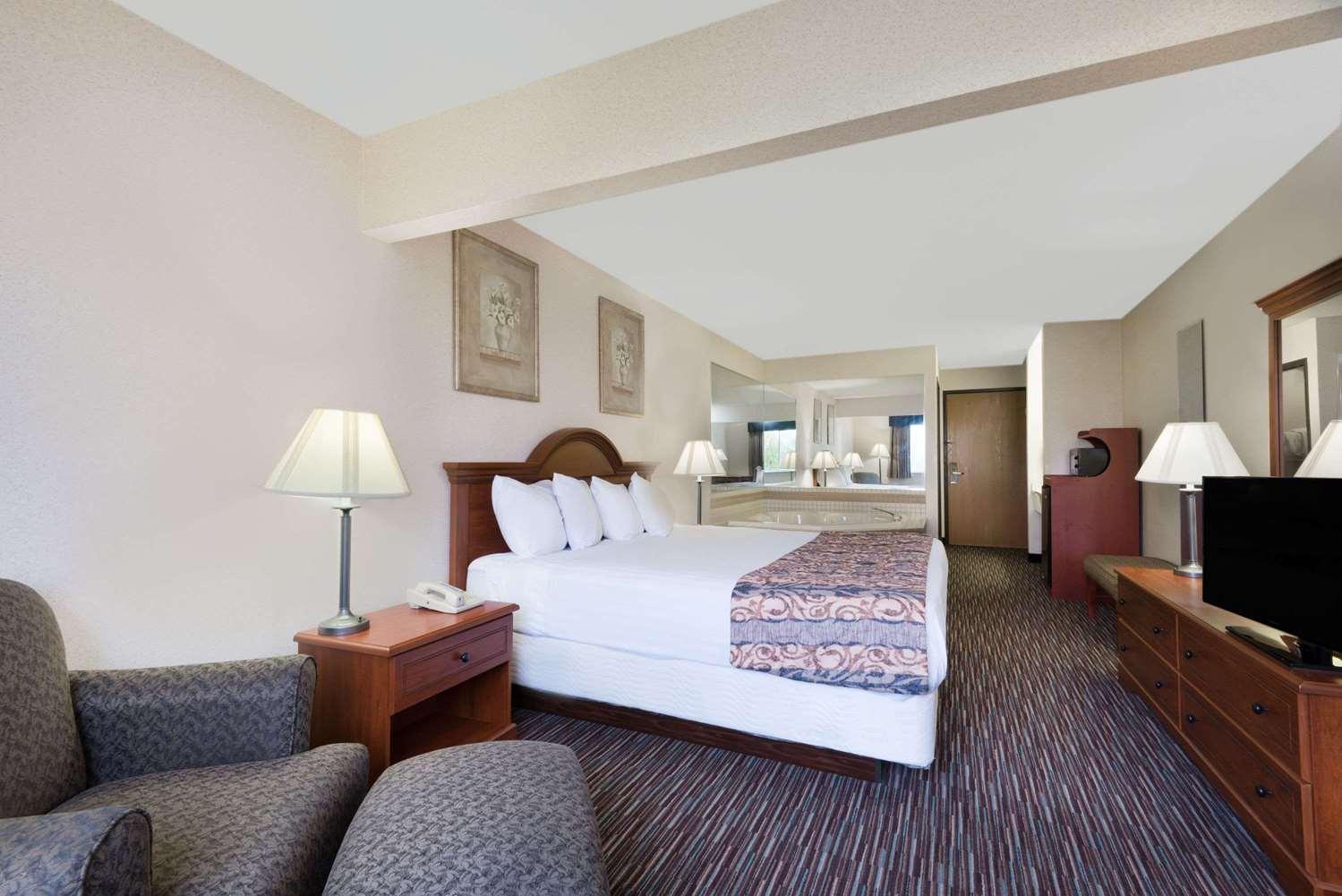 Suite - Baymont Inn & Suites Rickenbacker Airport Columbus