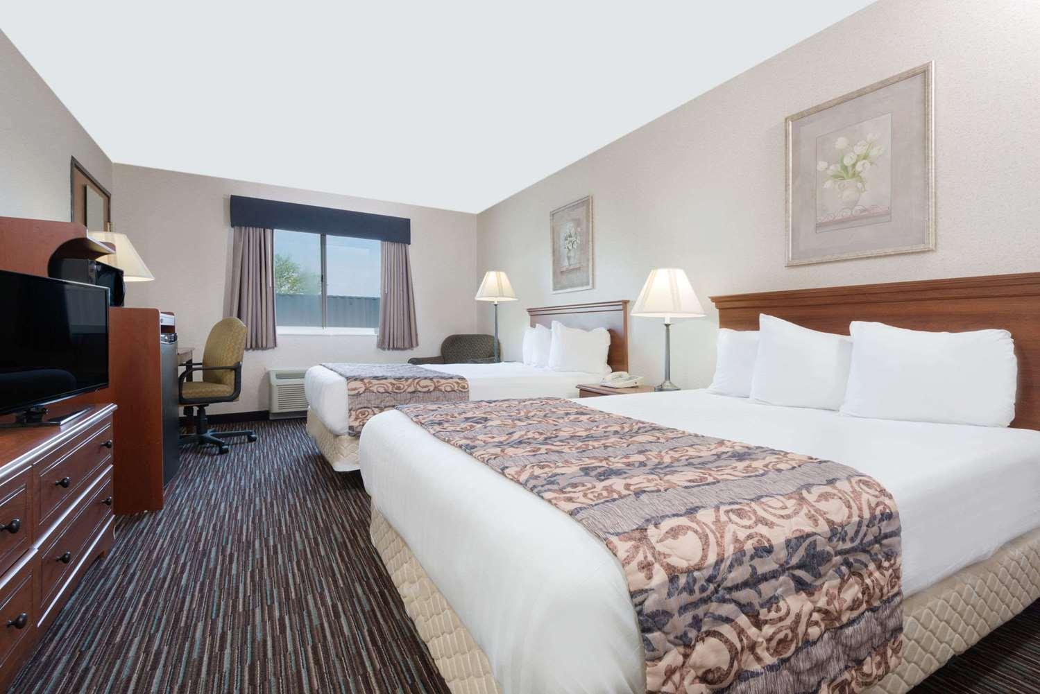 Room - Baymont Inn & Suites Rickenbacker Airport Columbus