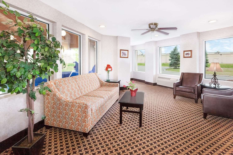 Lobby - Baymont Inn & Suites Howell