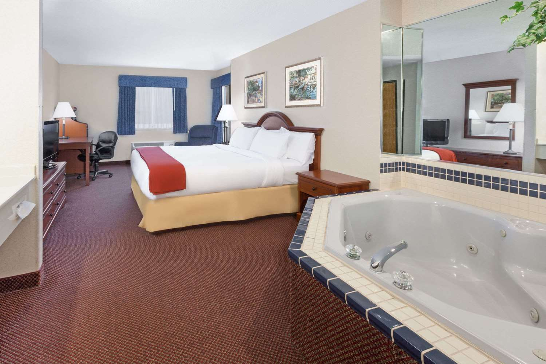 Suite - Baymont Inn & Suites Howell