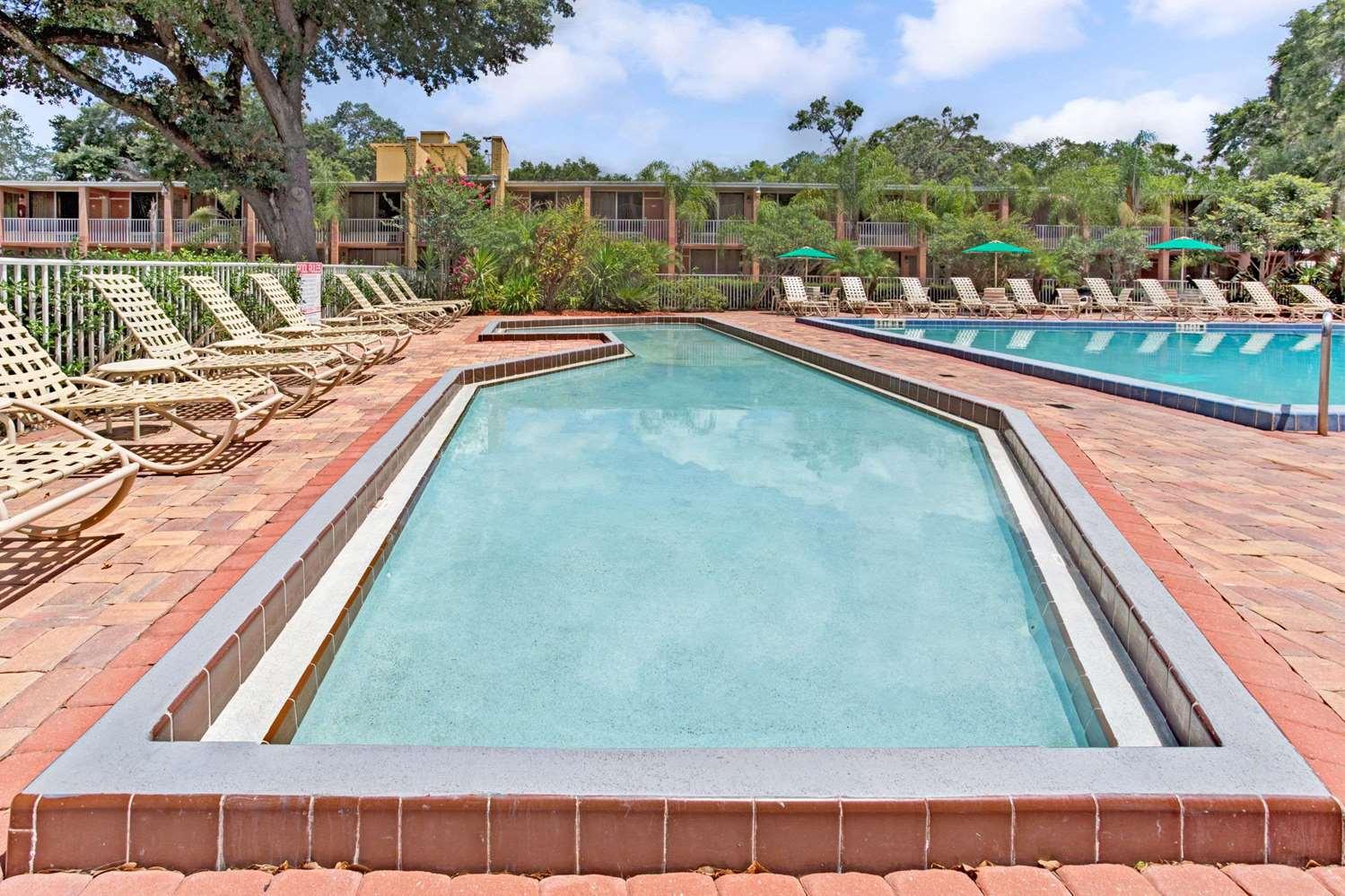 Pool - Howard Johnson Inn Tropical Palms Kissimmee