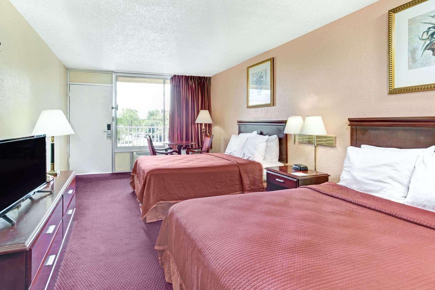Room - Howard Johnson Inn Tropical Palms Kissimmee