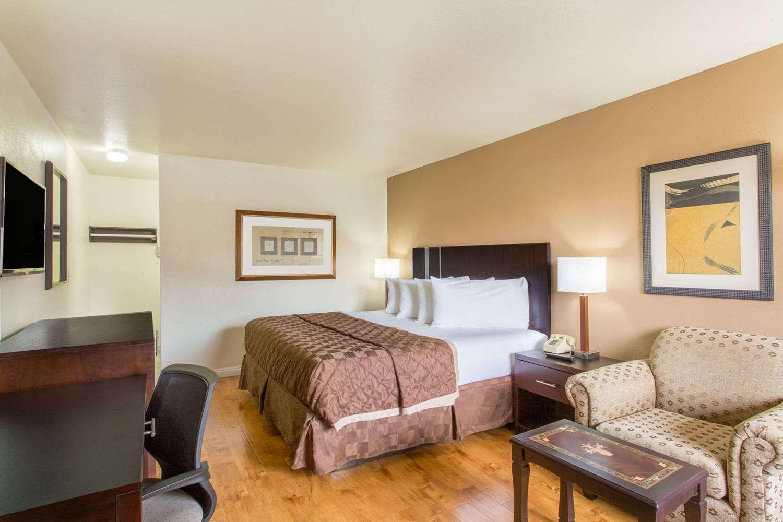 Room - Travelodge Ambassador Strip Las Vegas