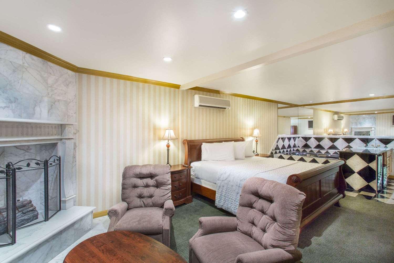 Suite - Travelodge Ambassador Strip Las Vegas