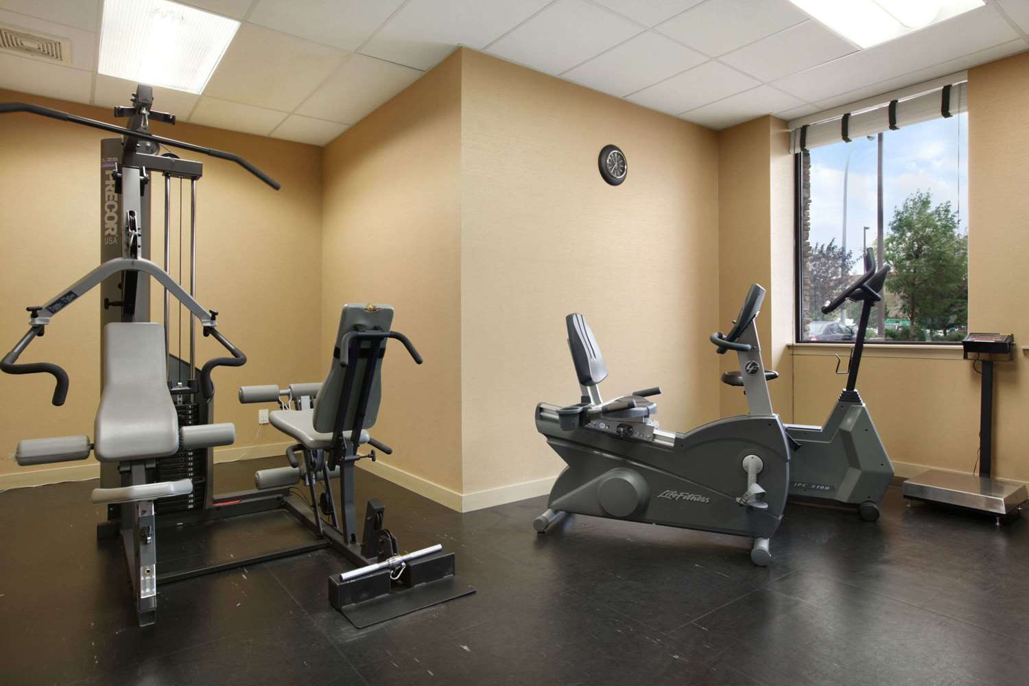 Fitness/ Exercise Room - Days Inn Edmonton West