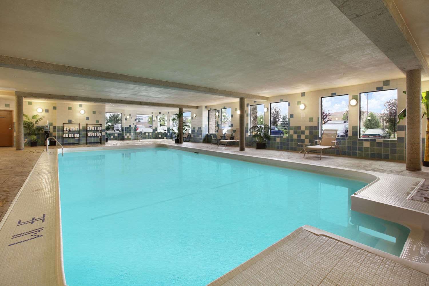 Pool - Days Inn Edmonton West