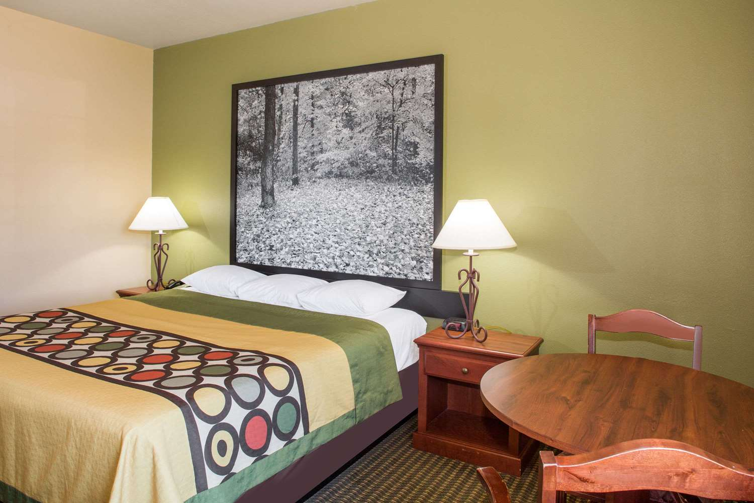 Room - Super 8 Hotel Troy