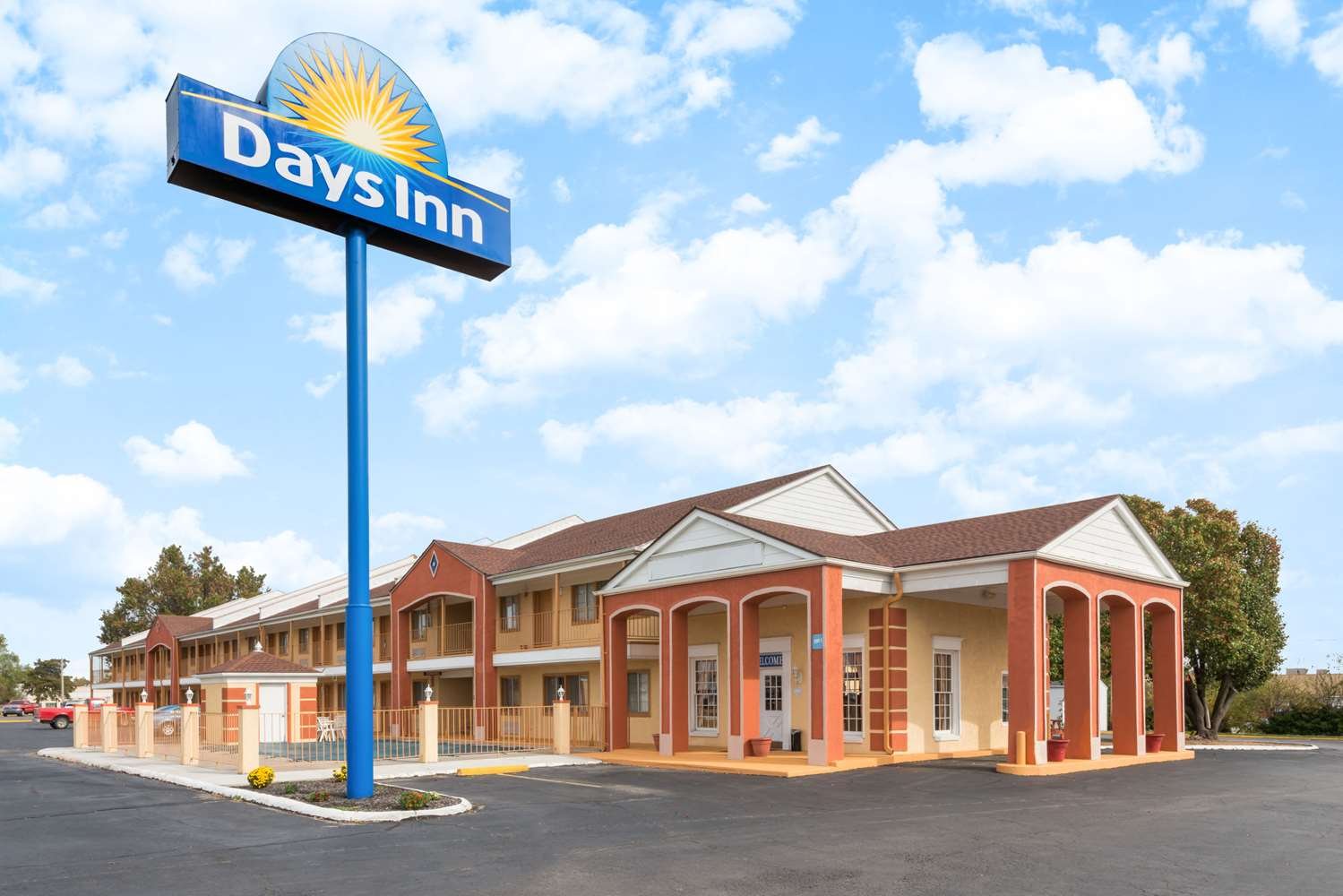 Exterior view - Days Inn Ottawa