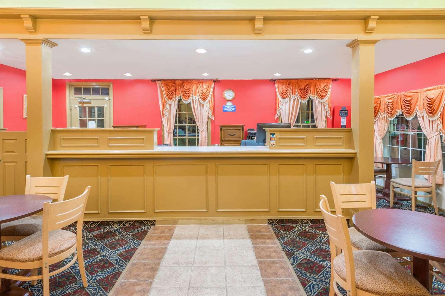 Lobby - Days Inn Ottawa