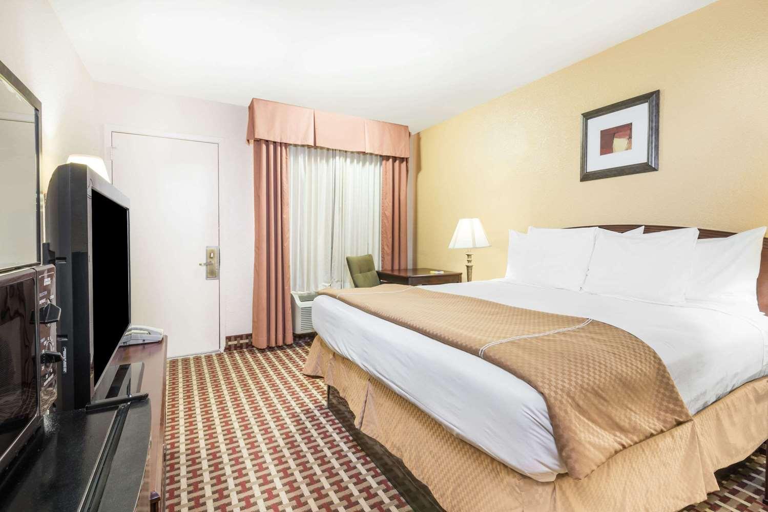 Room - Days Inn Ottawa