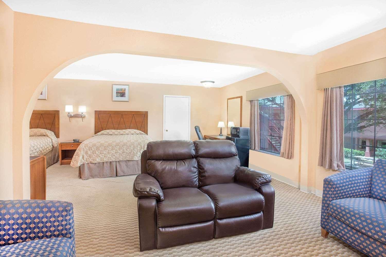 Room - Super 8 Hotel San Angelo