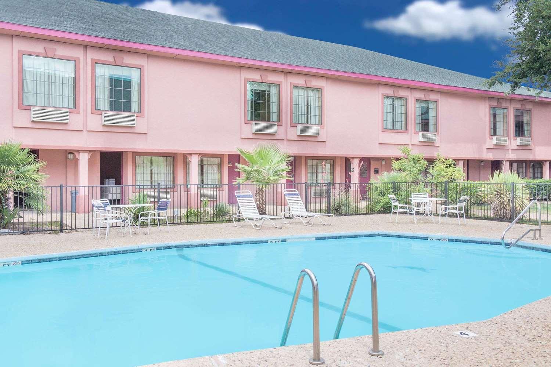Pool - Super 8 Hotel San Angelo