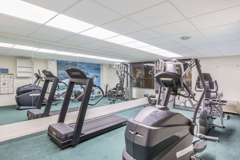 Fitness/ Exercise Room - Howard Johnson Inn Bartonsville