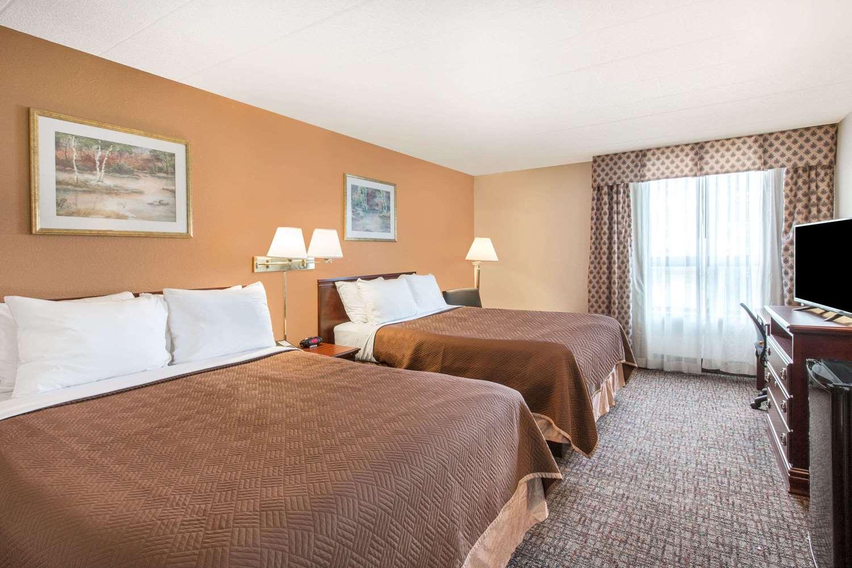 Room - Howard Johnson Inn Bartonsville
