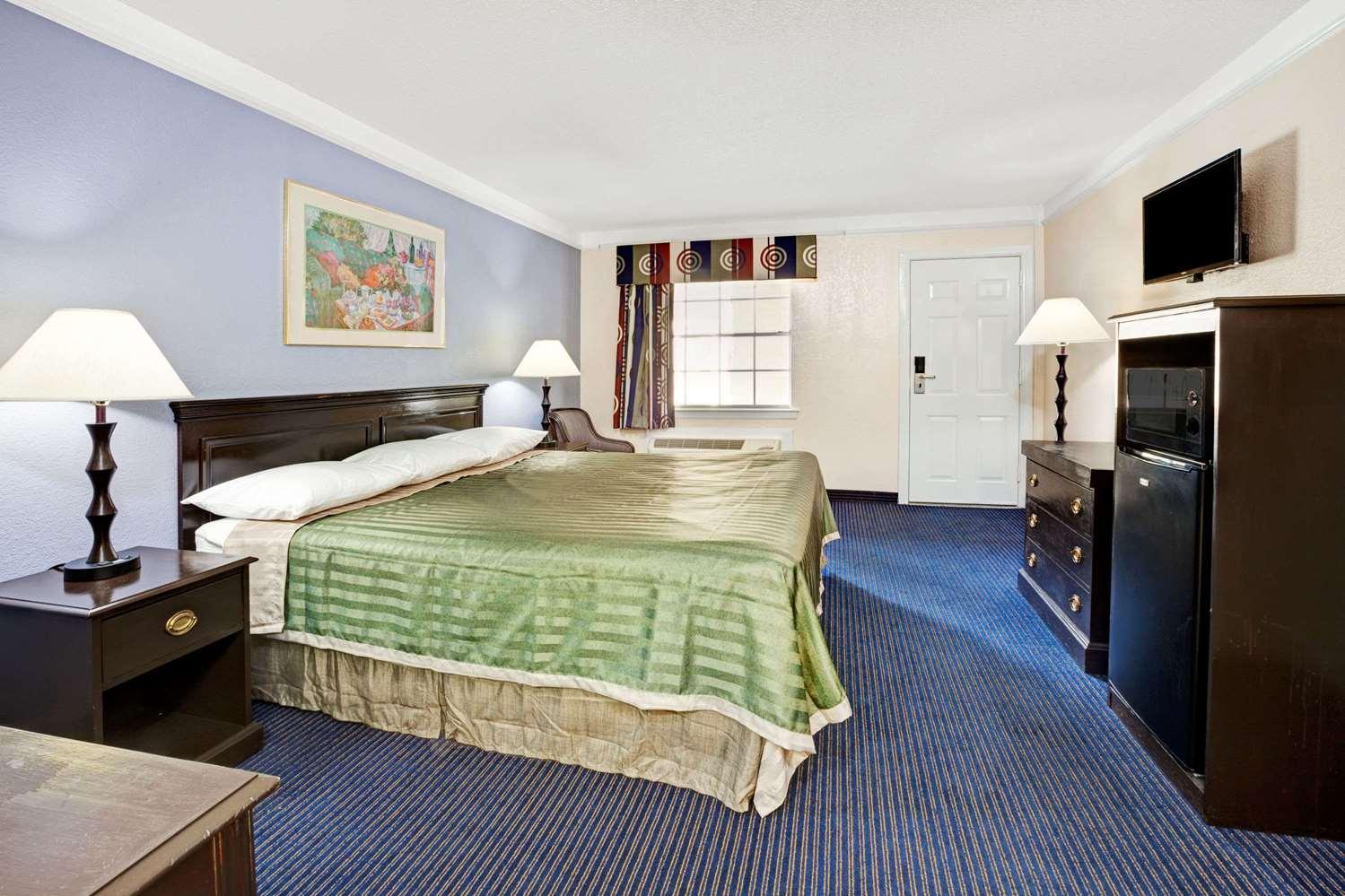 Room - Travelodge Northwest Richland Hills
