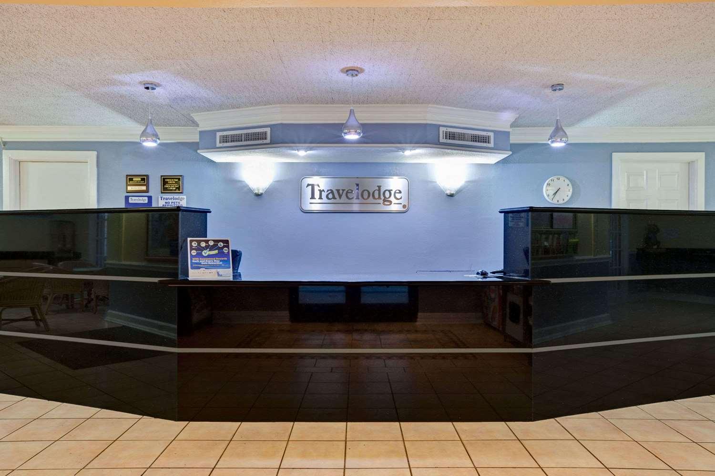 Lobby - Travelodge Northwest Richland Hills