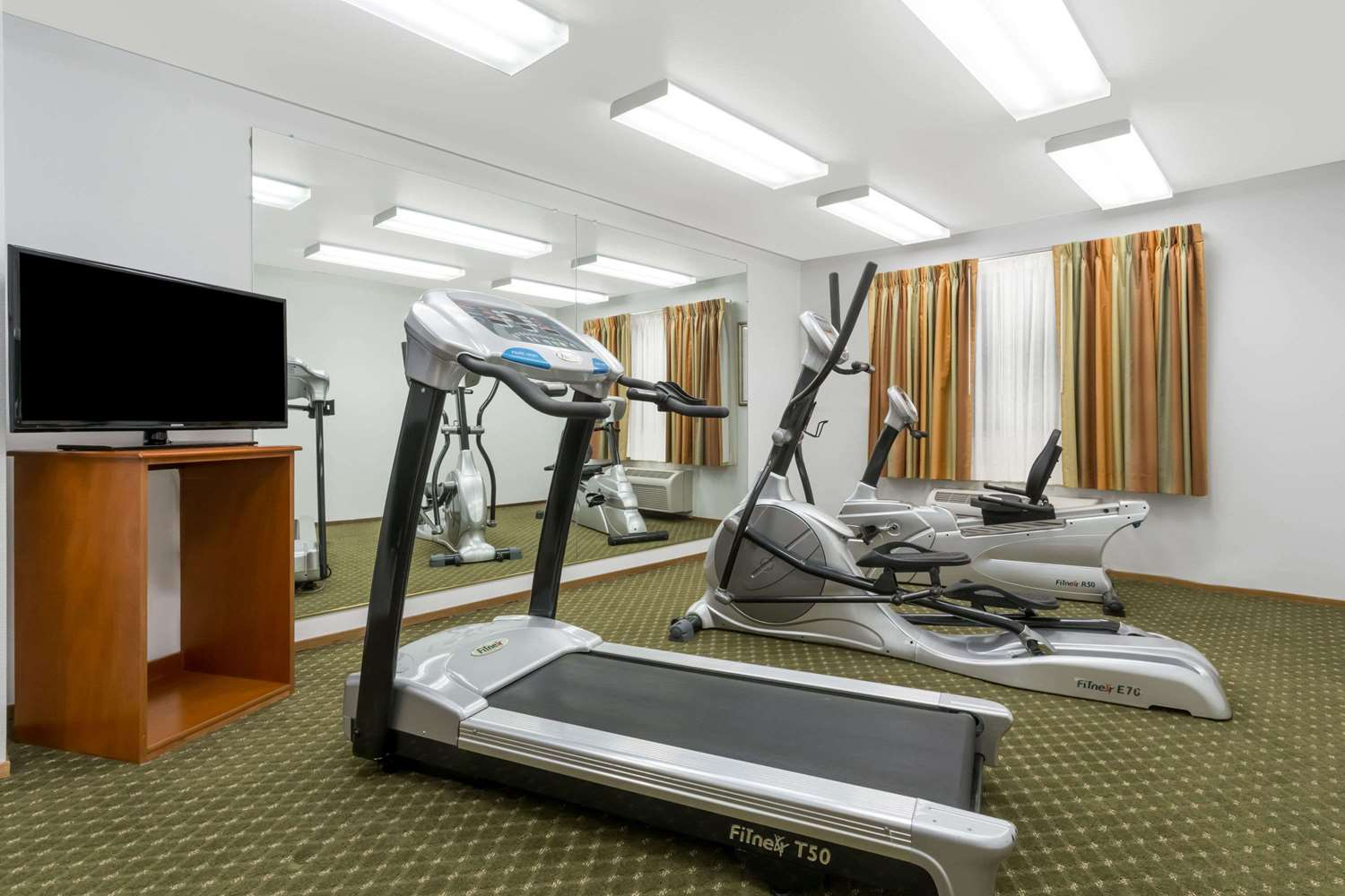 Fitness/ Exercise Room - Super 8 Hotel Cloverdale