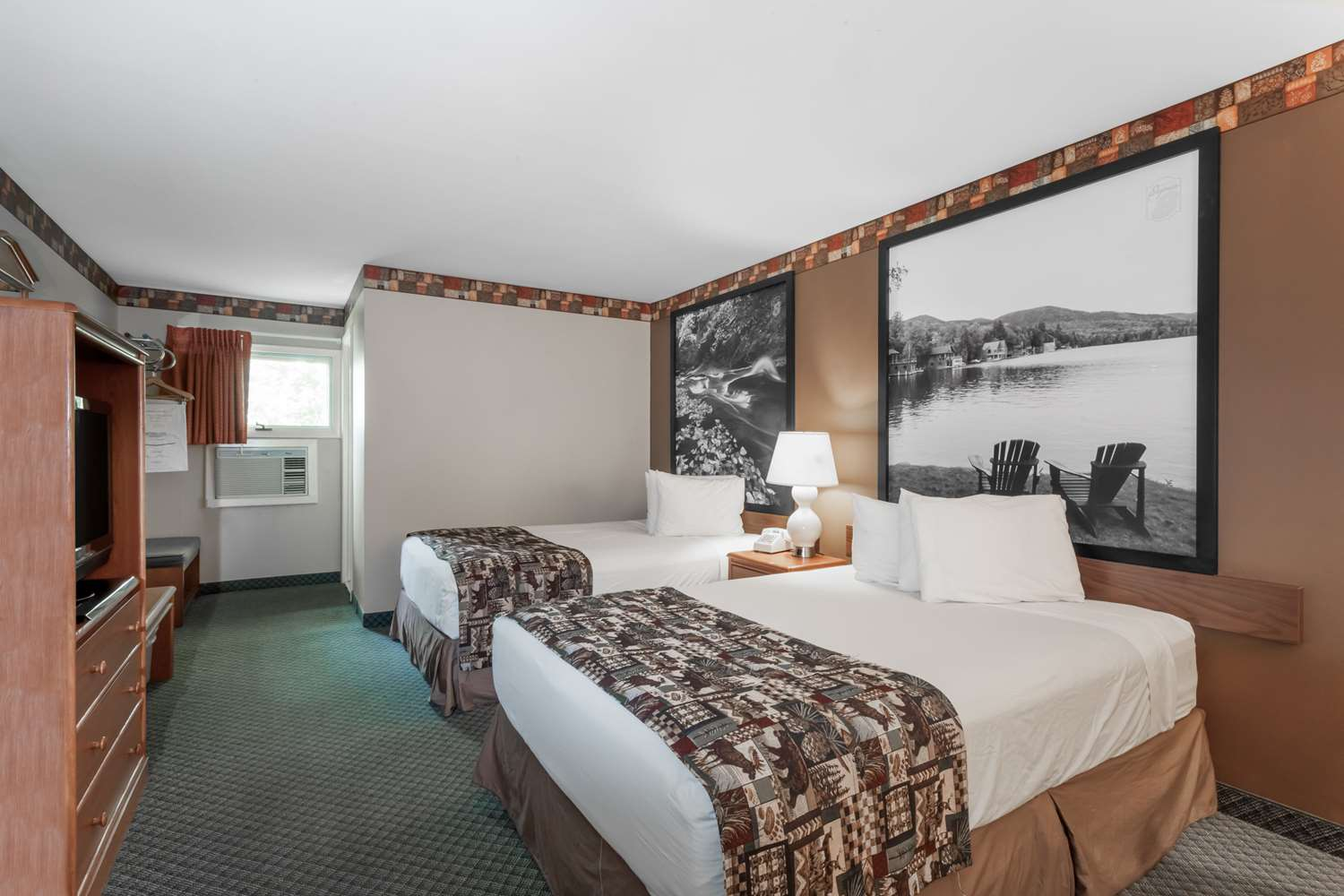 Room - Super 8 Hotel Downtown Lake George