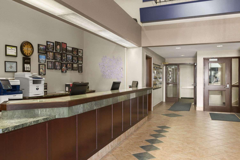Lobby - Days Inn Suites Winkler