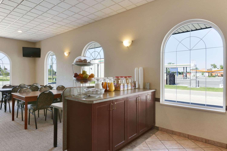 Restaurant - Days Inn Suites Winkler