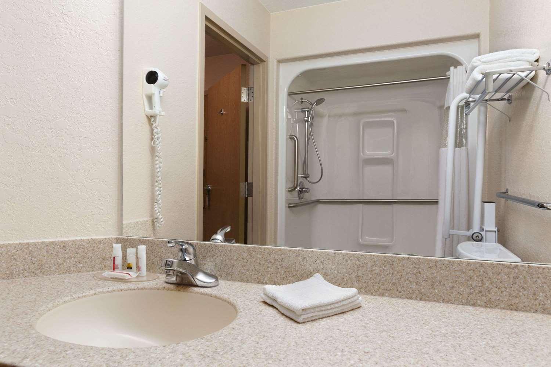 Room - Days Inn Suites Winkler