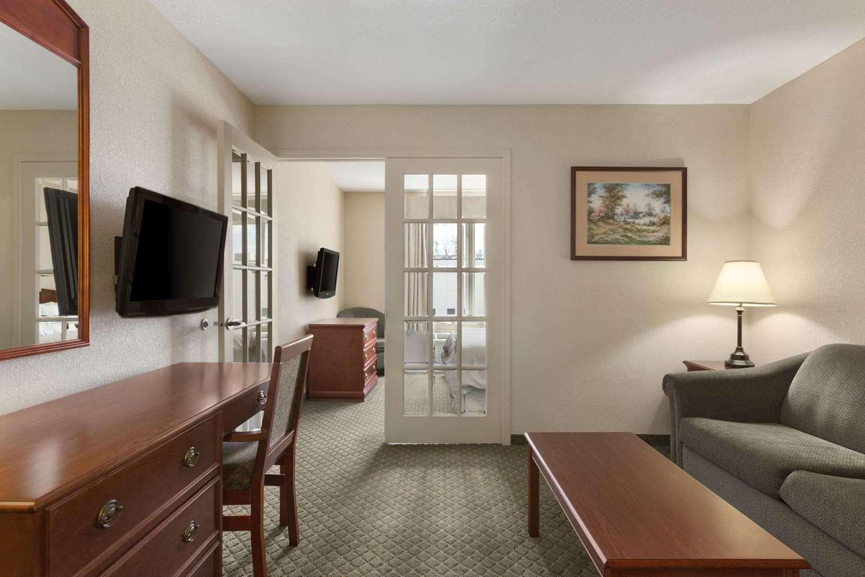 Suite - Days Inn Suites Winkler