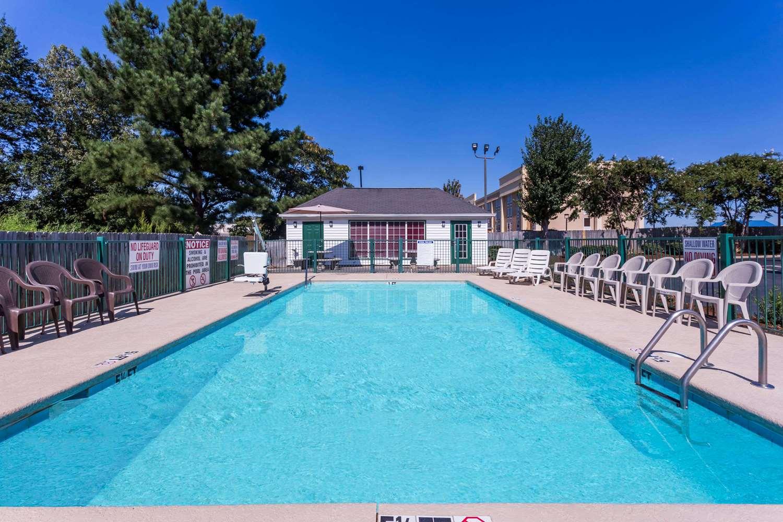 Pool - Days Inn Simpsonville