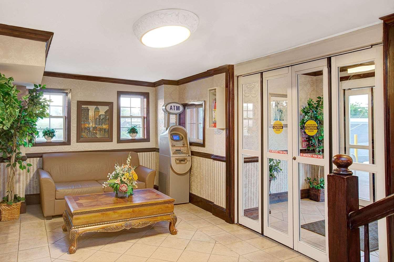 Lobby - Days Inn Ridgefield