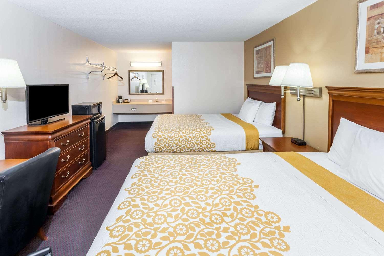 Room - Days Inn Fort Wayne