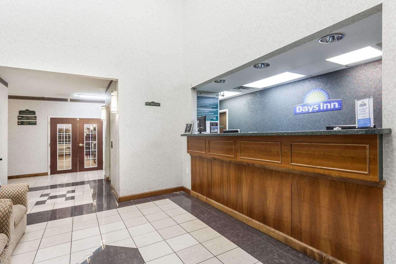 Lobby - Days Inn Huntsville