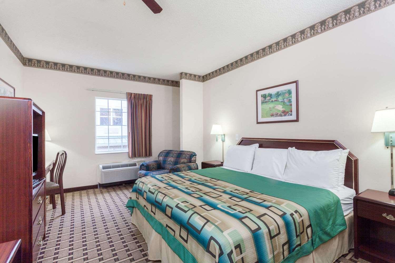 Room - Days Inn Huntsville
