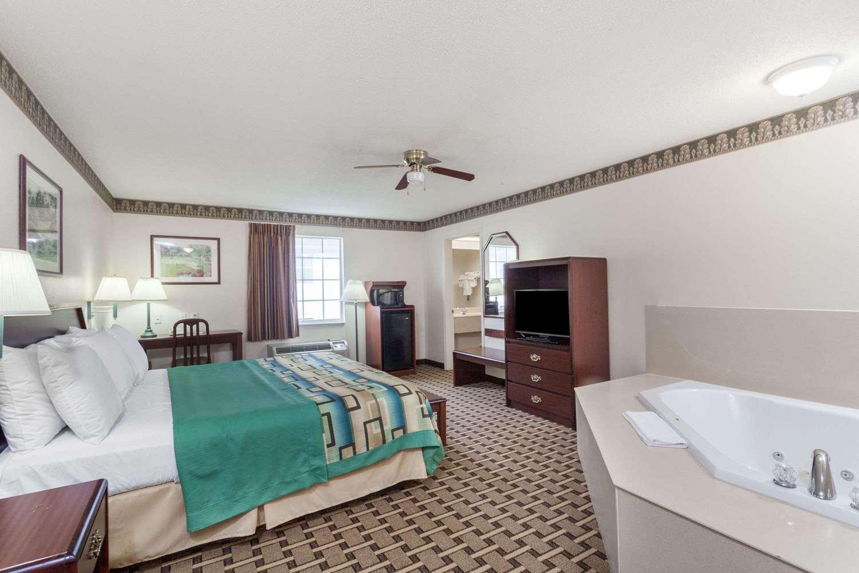 Suite - Days Inn Huntsville