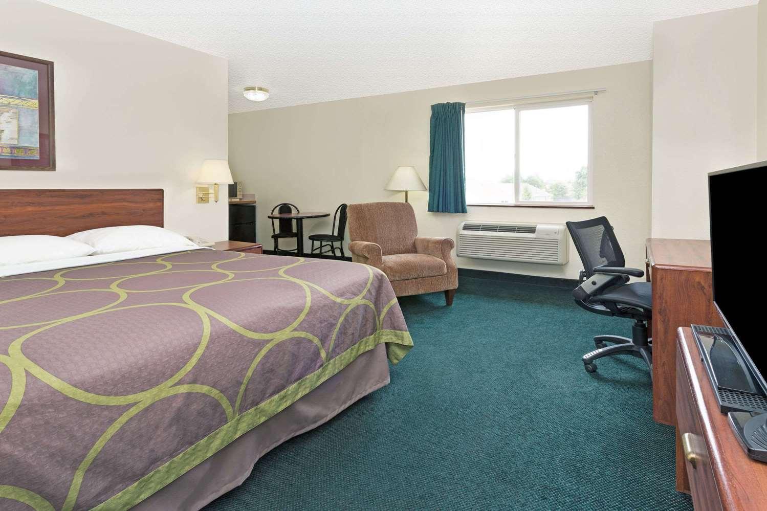 Room - Super 8 Hotel Windsor