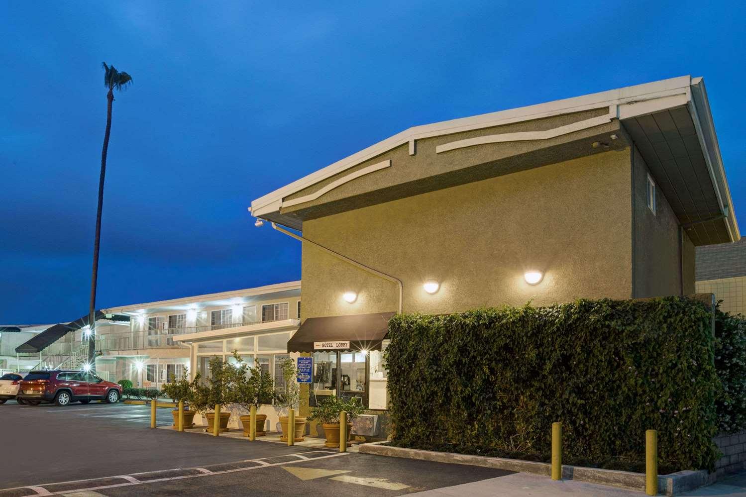 super 8 hotel culver city los angeles ca see discounts. Black Bedroom Furniture Sets. Home Design Ideas