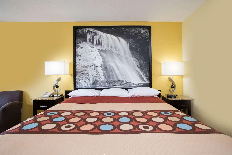 Room - Super 8 Hotel Garner