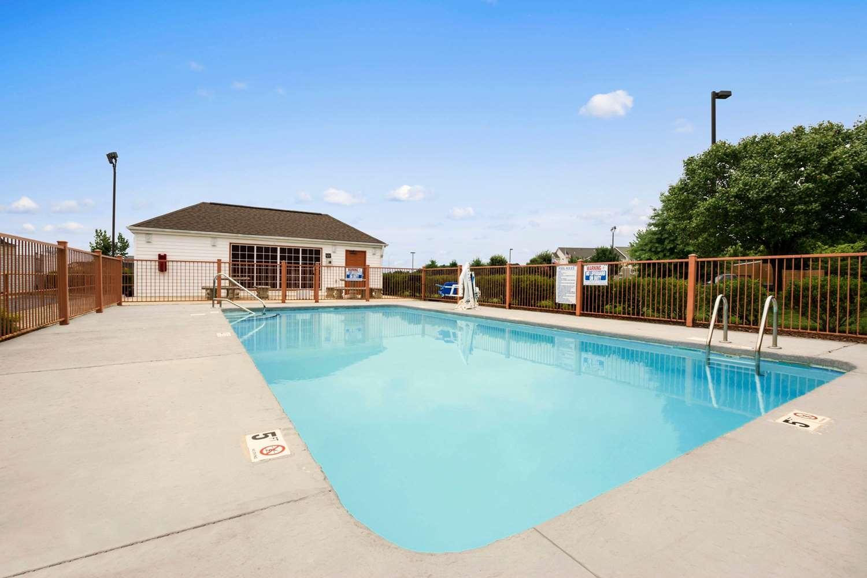 Pool - Super 8 Hotel Garner