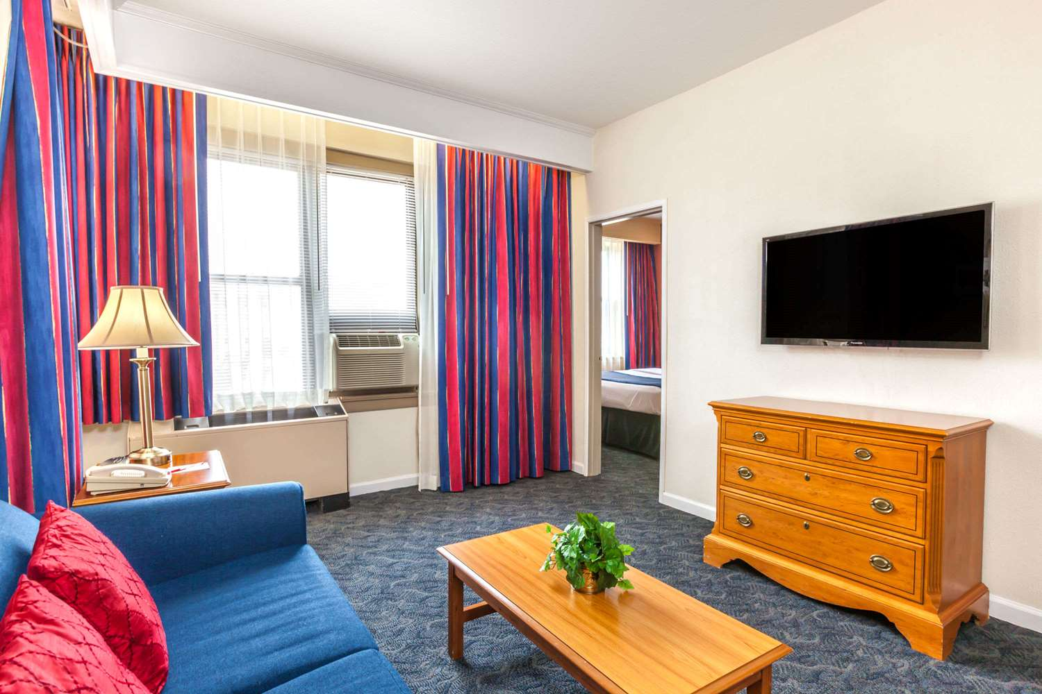 Room - Ramada Inn Jersey City