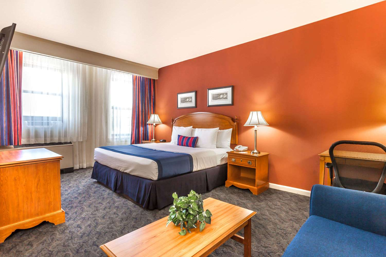 Suite - Ramada Inn Jersey City