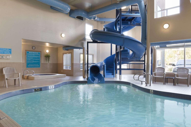 Pool - Days Inn Medicine Hat