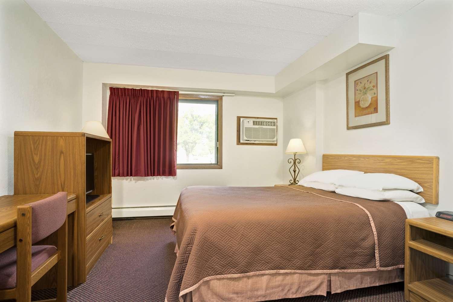 Room - Travelodge Shakopee
