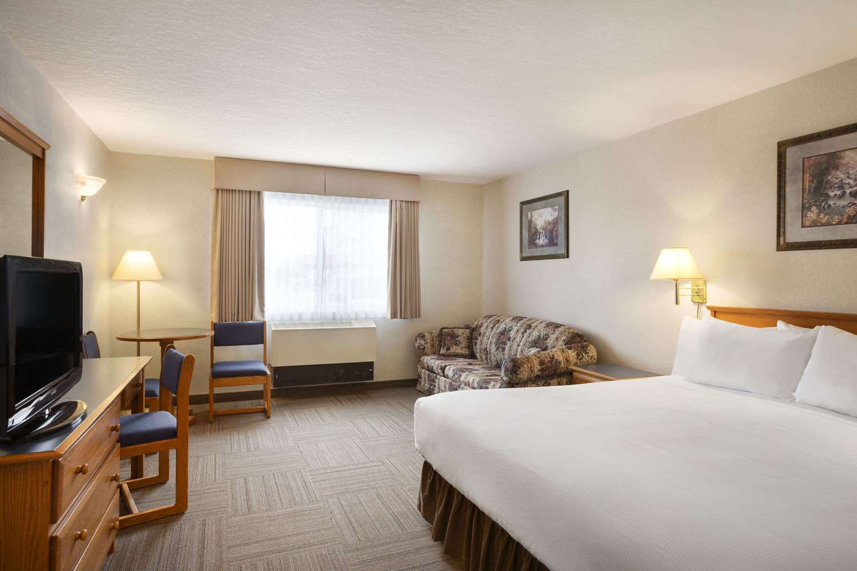 Room - Days Inn Hinton