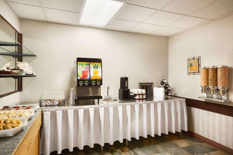Restaurant - Days Inn Hinton