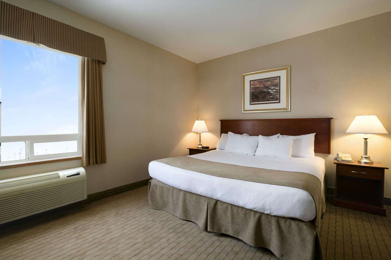 Room - Days Inn Moose Jaw