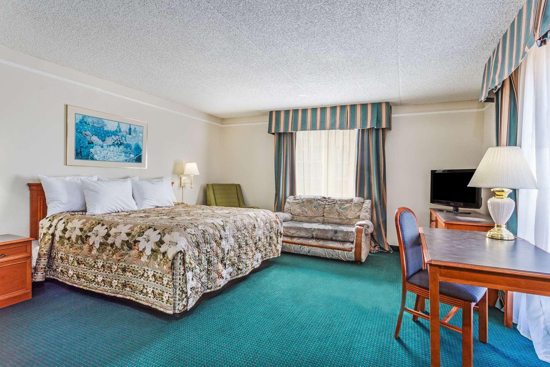 Room - Days Inn Richmond South