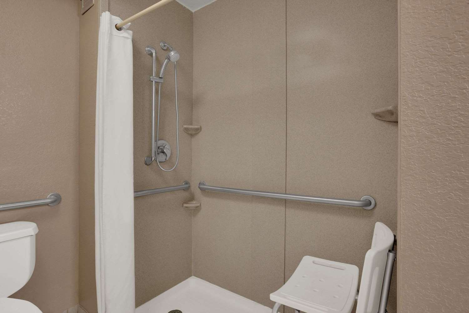 Amenities - Super 8 Hotel Fort Myers