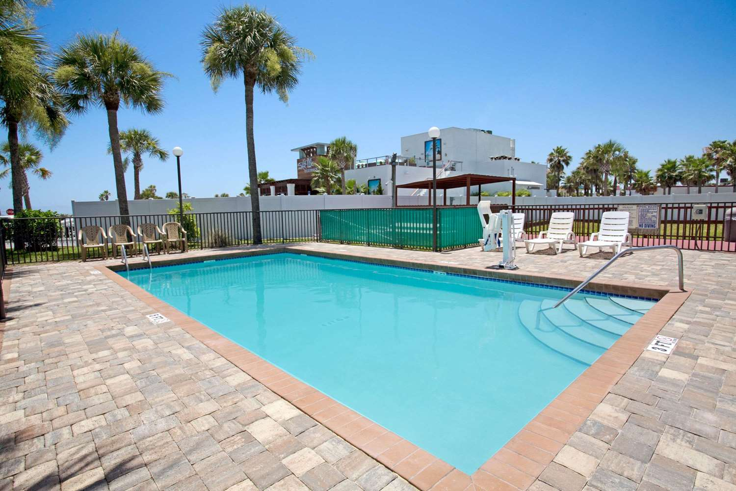 Pool - Super 8 Hotel St Augustine Beach